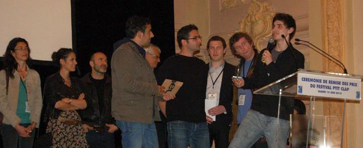 Alexis lors de la cérémonie de remise des prix en compagnie d'Olivier Nakache et Eric Toledano